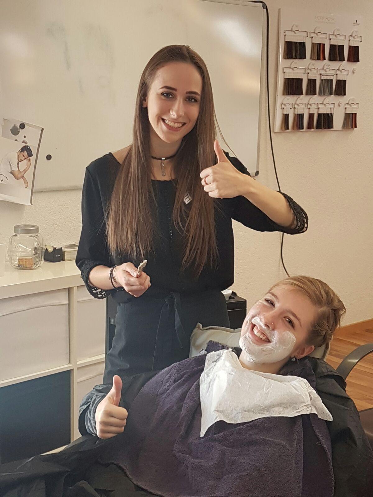 Saubere Rasur für eine gepflegte Frau! Eeh Mann…